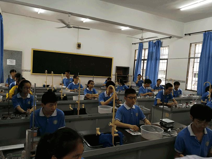 益智中学2018年初中学业水平考试理化生实验考查圆满完成