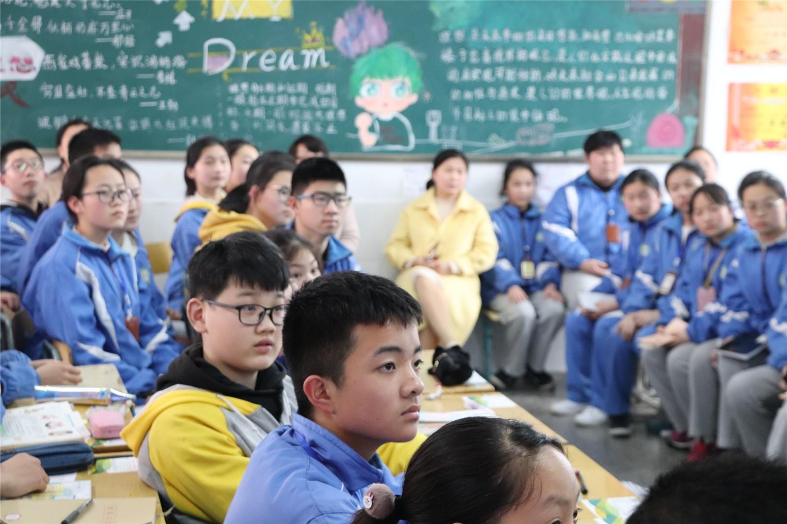 现场救护第一目击者行动——记湘潭市益智中学家长进课堂