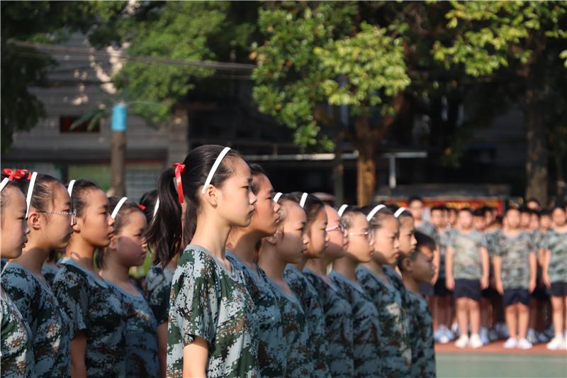 20200831益智:坚持成就胜利—记七年级军训会操